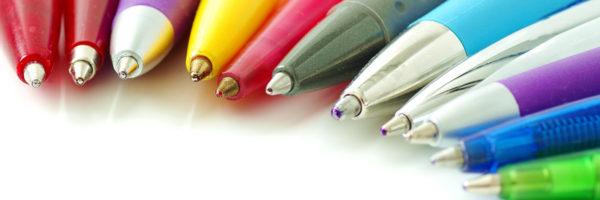 Co umieszczać na długopisach reklamowych?